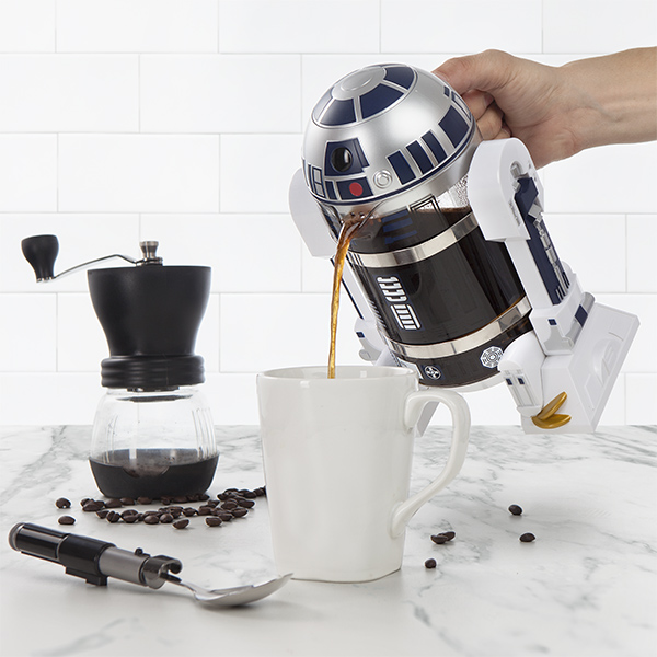 pouring-coffee-with-r2d2-coffee-press